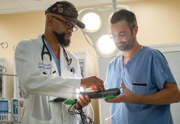 Ansermo Arthur, MD, FACC, ha trabajado con el Gerente de Enfermería Clínica James Smith, RN, BSN, MHA